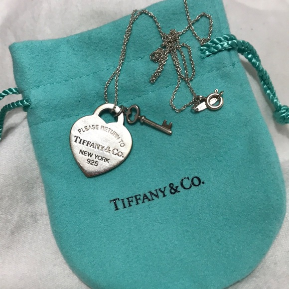 4bbd2401a88c7 Return to Tiffany, heart tag with key pendant